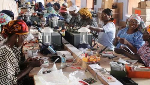 escuela de los pies descalzos mujeres ingenierc3ada solar3 - Cambiando la mente en La Escuela de los Descalzos que nació en la India