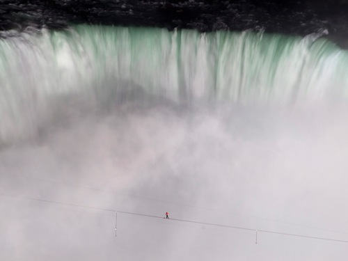 Nik Wallenda crosses the Niagara Falls on a high wire